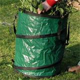 Gartensack grün mit Schnittgut und Ästen gefüllt