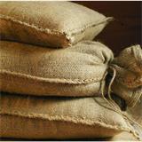 Einzelne Sandsäcke aus Jute. Strapazierfähig und zuverlässig.