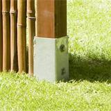 Im Gartenboden eingeschlagen hält der Spieß Zaunpfosten sicher