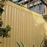 Im Garten macht sich die Sichtschutzmatte ideal als Zaun