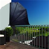 Am Geländer und der Wand angebracht schaffen Sie ein Stück Privatsphäre