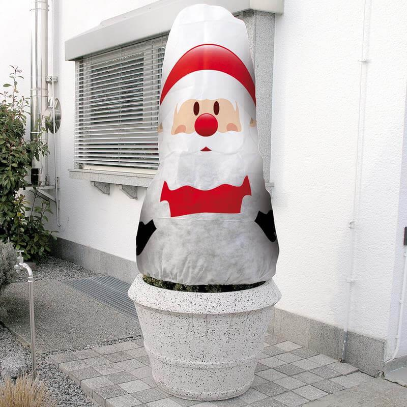 Pflanzen benötigen neben Schutz auch etwas Spaß - mit dieser Nikolaushaube kein Problem.