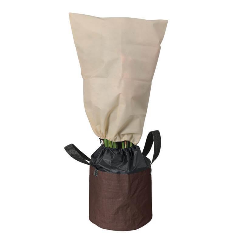 Mit Reißverschluss und Zuziehkordel wird die Pflanze winterfest gemacht.