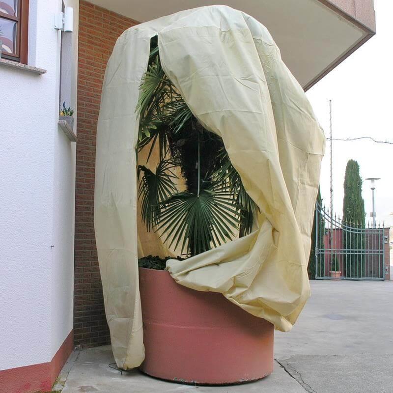 Diese Pflanzenschutzhaube ist für sehr große Pflanzen geeignet, um sie winterfest zu machen.