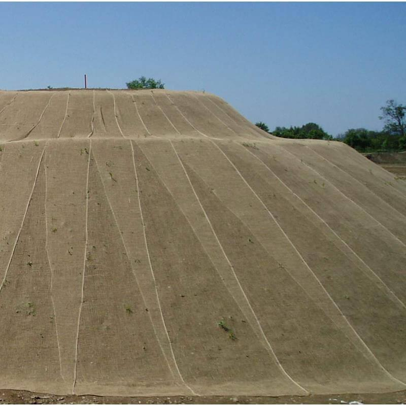Das Erosionsschutzgewebe aus Jutematerial ist besonders gut verträglich für den Boden