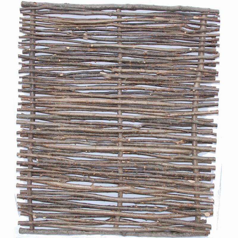 Die Zaunelemente sind alle aus vielen Haselnussstreben hergestellt