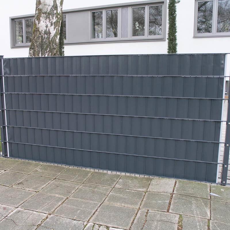 Die Streifen sind 19 Zentimeter breit und 35 Meter lang