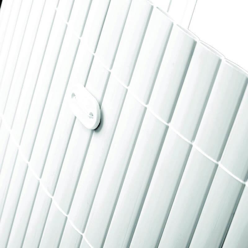 Mit dem Befestigungskit werden die Sichtschutzmatten ganz einfach z. B. am Geländer fixiert