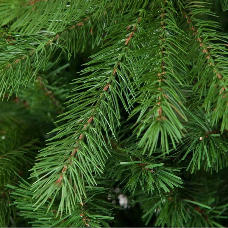 Auch aus der Nähe macht der künstliche Weihnachtsbaum eine gute Figur.